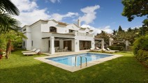 3 BEDROOM VILLA WITH POOL & KITCHEN